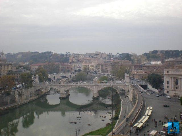 Roma, unul din cele mai romantice orașe din Europa vă așteaptă să-l vizitați. Faceți o plimbare memorabilă pe malurile Râului Tibru