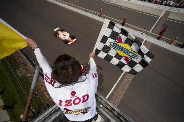 Dan Wheldon wins 100th Indianapolis 500 in May 2011  ©2011 LAT Photo USA