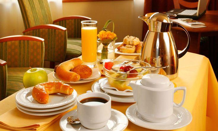 5 самых легких и вкусных летних завтраков! http://www.anymenu.ru/5-samyx-legkix-i-vkusnyx-letnix-zavtrakov/  Залог успешного дня — вкусный, питательный завтрак. Поэтому достаточно важно для работающего человека, что кушать утром, чтобы потом плодотворно работать и при этом хорошо себя чувствовать. Летом предоставляется возможность получить на завтрак более легкую пищу, чем в холодное время года. Овощные, фруктовые завтраки – не совсем обычные утренние вариации. И все-таки это красиво…
