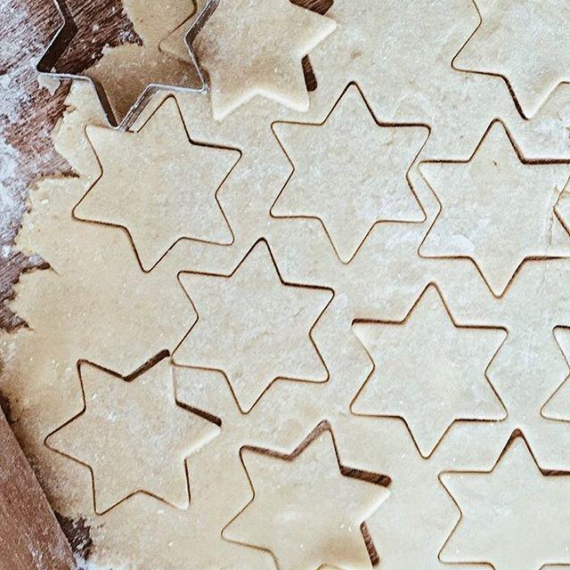 Lasciami contare le stelle.   Perché la vita non aspetta... #star #food #kitchen #loveit #passion #love #lovethis #shortcrust #cookie #lifestyle #mood #winter #sweet #time #live #newbook