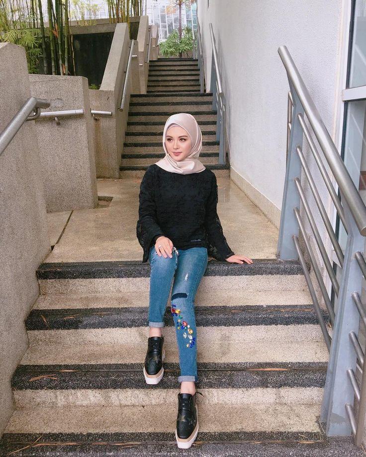 "A korean-muslim beauty - ❤️Ayana Jihye Moon❤️ (@xolovelyayana) on Instagram: ""Ayana at work again.! Saya pakai blouse dan jeans dari @leeyanarahman.co ❤️ Lipmatte selalu…"""