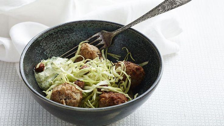 Boller i karry med kål er en lækker fedtfattig opskrift fra Bitz' Store Kur, se flere kødretter på mad.tv2.dk