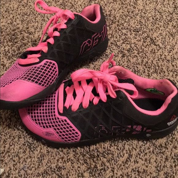 Reebok crossfit shoes Black and hot pink crossfit shoes! Size 6 too small for me so had to upgrade to newest style and size. Reebok Shoes Athletic Shoes