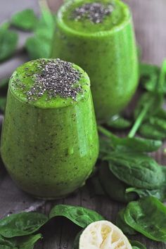Green superfood smoothie | The Soulful Spoon