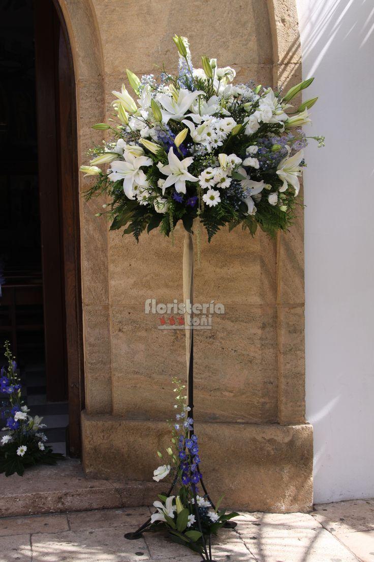 Rbol entrada decoraciones iglesias en 2019 arreglos for Adornos para bodas con plantas