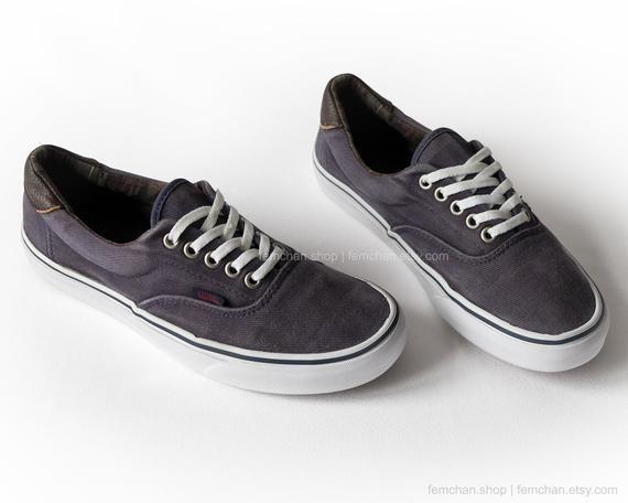 3540c455083fa Vans Era sneakers, vintage skate shoes, with dark blue corduroy ...