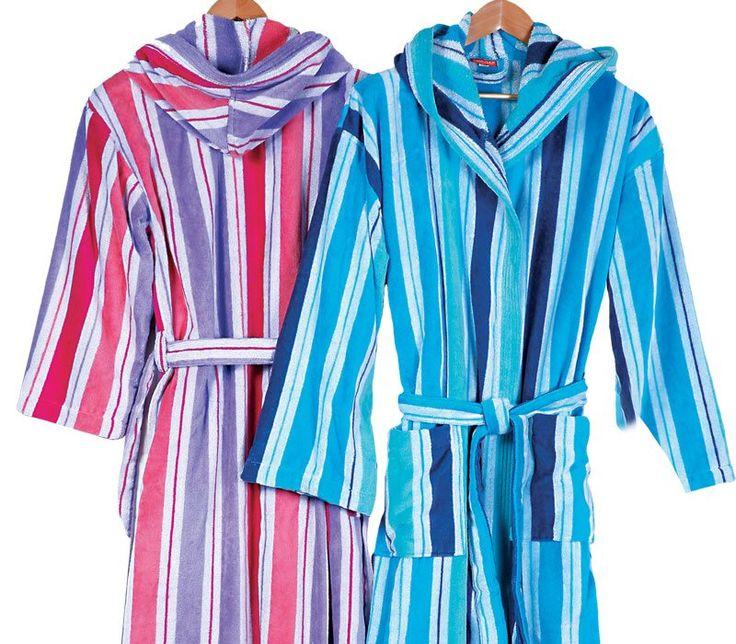 Μπουρνούζι ROBERTO. Ριγέ, ζακάρ με κουκούλα, ζώνη και τσέπες.  Από 100% βαμβάκι με βελουτέ υφή εξωτερικά. Διατίθεται σε διαστάσεις: Blue(medium-large-xlarge) Lilac(small-medium-large)