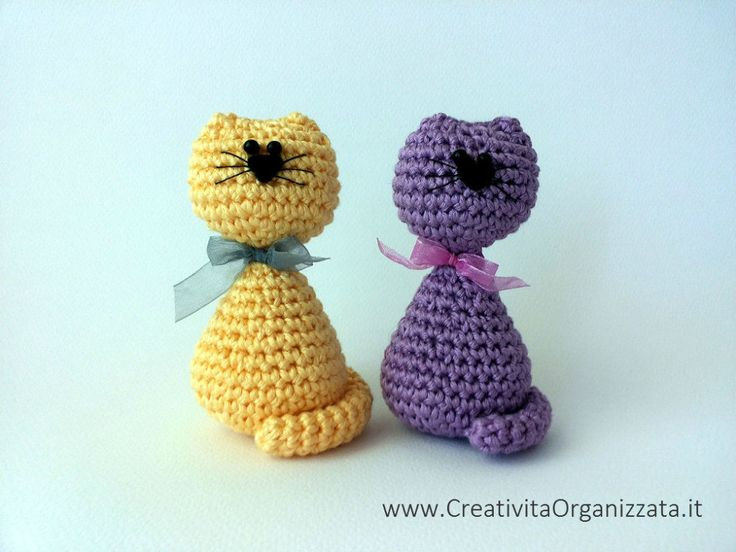 SO CUTE!!! But pattern is in Italian  - chema gatti amigurumi facili ༺✿ƬⱤღ✿༻