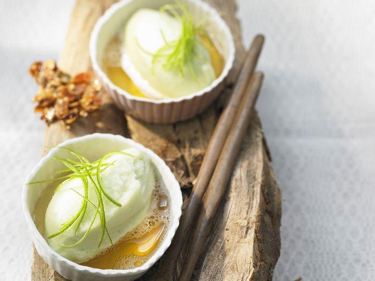 Apfelsorbet mit Waldmeister und Apfelwein | http://eatsmarter.de/rezepte/apfelsorbet-mit-waldmeister-und-apfelwein