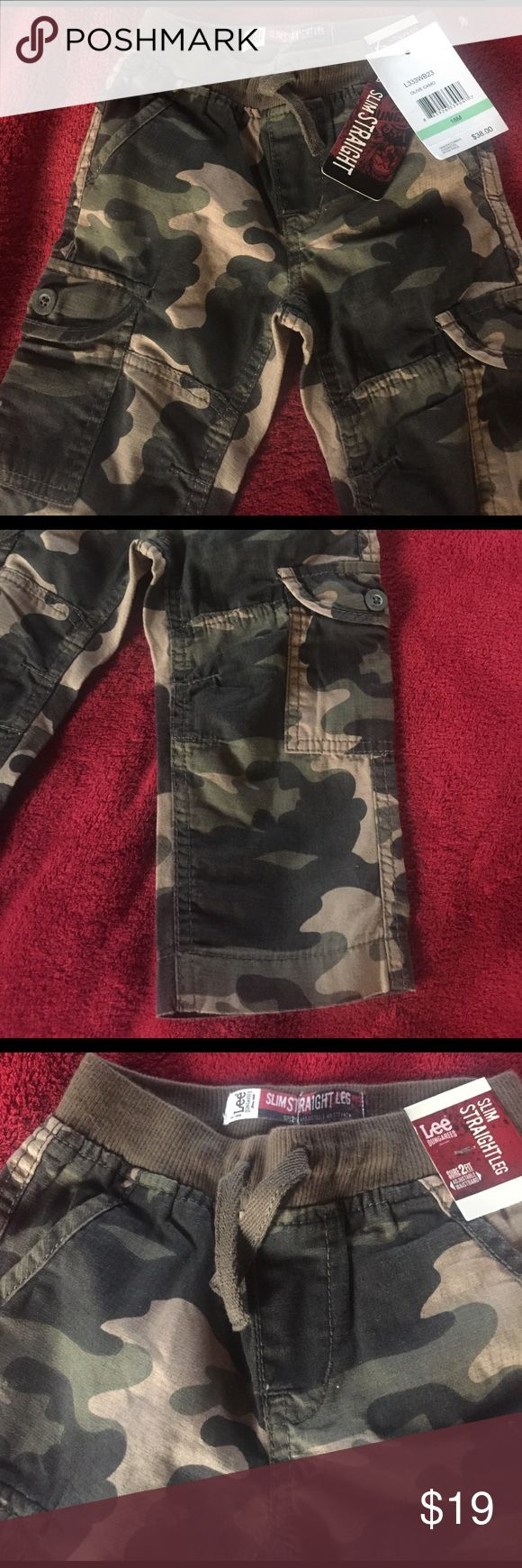 LEE CAMOUFLAGE JEANS Slim straight Lee Dungarees-has adjustable waist band, 2 back pockets along with 2 front pockets and two on the side. Olive camouflage Lee Bottoms Jeans