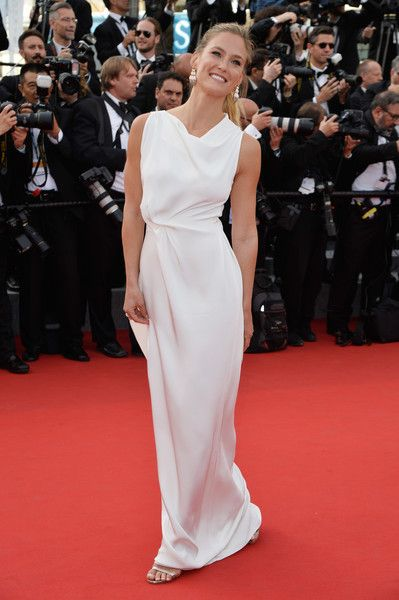 """Bar Refaeli Photos - Bar Rafaeli attends the opening ceremony and premiere of """"La Tete Haute"""" (""""Standing Tall"""") during the 68th annual Cannes Film Festival on May 13, 2015 in Cannes, France. - Opening Ceremony & 'La Tete Haute' Premiere - The 68th Annual Cannes Film Festival"""