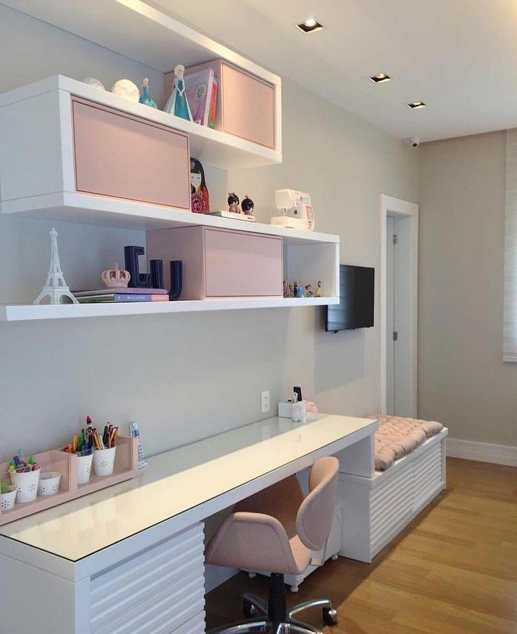 """⠀⠀⠀⠀⠀⠀⠀⠀A Casa Que Eu Quero no Instagram: """"Inspiração para quarto com home office  Uma mistura de charme e delicadeza com esse rosa  - #quarto #homeoffice #blog #site #decoração…"""""""