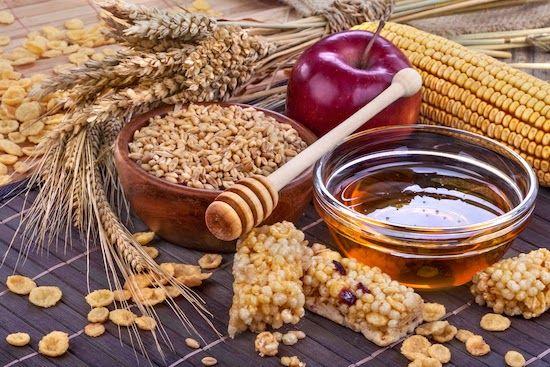 Buone e salutari, le barrette ai cereali sono uno snack sano e nutriente da preparare anche a casa e gustare quando si vuole.