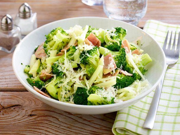 Brokkoli mit Schinken und Parmesan Rezept | LECKER