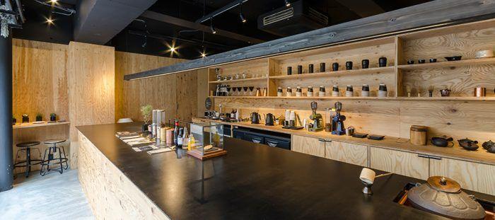「クラフト」をテーマに、小規模農園で作られた日本茶とコーヒーを提供。侘び寂びを感じられる店内で、思う存分日本茶を堪能することができる。