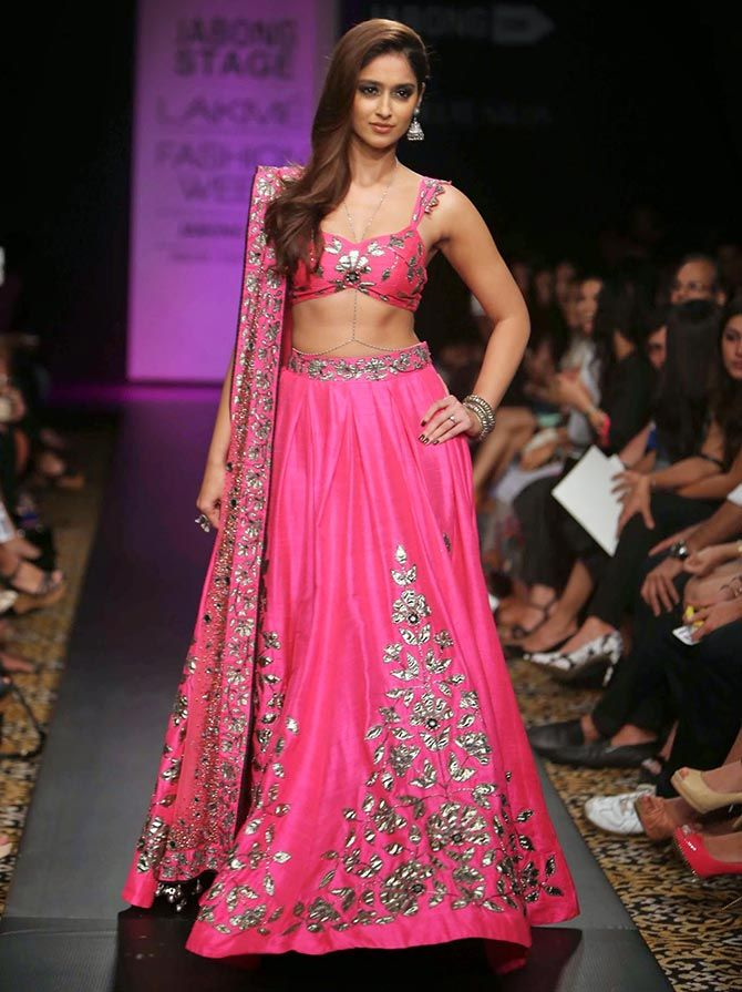 @Ileana_Official D'Cruz wows in #Lehenga by @arpita_mehta http://ArpitaMehta.in/ @ #LFW2014 ~
