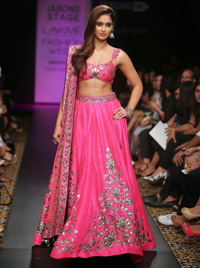 @Ileana_Official D'Cruz wows in #Lehenga by @arpita_mehta http://ArpitaMehta.in/ @ #LFW2014 via @sunjayjk Indian Fashion