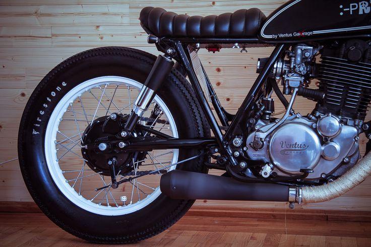 Yamaha SR 500 side