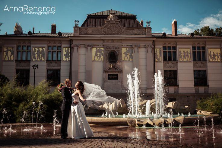 Cracow city bridal photoshoot www.annarenarda.com