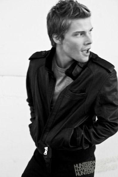 Hunter Parrish (Silas Botwin)