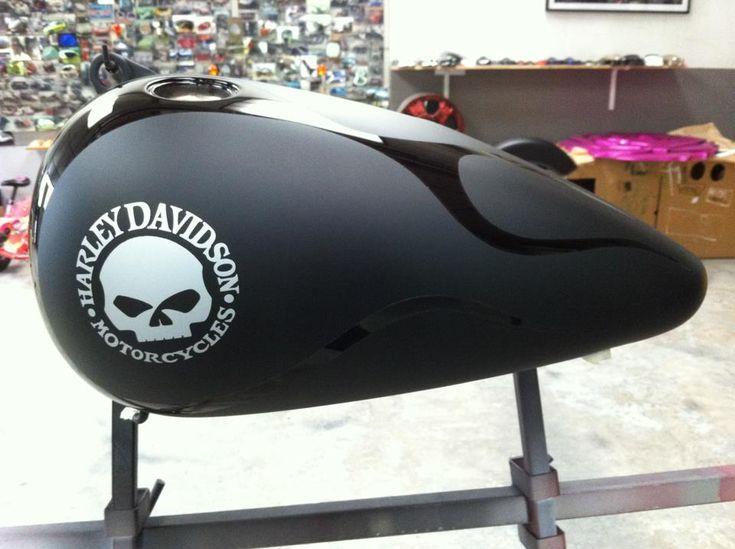 Sticker Harley Davidson Skullautocollant Pour Moto Harley Davidsonle Specialiste Des Stickers Harley David In 2020 Bike Tank Custom Motorcycle Paint Jobs Harley Bobber