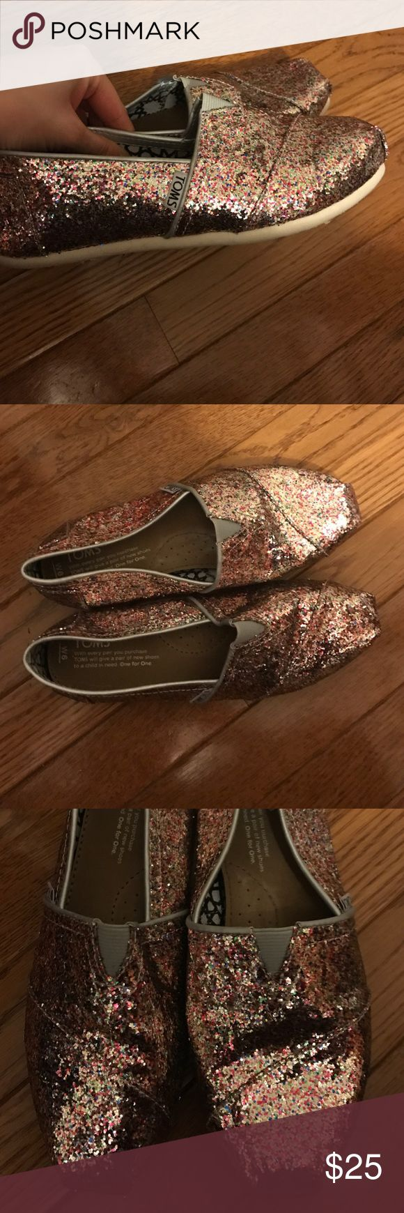 Glitter Toms W6 Lightly used glitter toms in great condition. TOMS Shoes Flats & Loafers