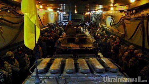 Опубликованы впечатляющие фото с учений украинских морпехов под Херсоном http://ukrainianwall.com/ukraine/opublikovany-vpechatlyayushhie-foto-s-uchenij-ukrainskix-morpexov-pod-xersonom/  В сети появились фотографии военных учений украинских морских пехотинцев в Херсонской области. Фото опубликовало украинское интернет-издание Військова панорама. Отмечается, что была осуществлена высадка десанта на неподготовленный берег Тендровской косы с
