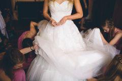 Vestido de encaje novia modelo Toscana de los diseñadores White One de grupo Pronovias disponible en la tienda de novias De Novia a Novia en San Jose, Costa Rica.