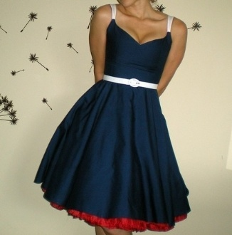 Love the peak of the red in this skirt!