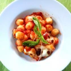 Sugo di pomodoro, mozzarella e parmgiiano: è tutto quello che ci vuole per questi gnocchi alla sorrentina. http://allrecipes.it/ricetta/4822/gnocchi-alla-sorrentina.aspx