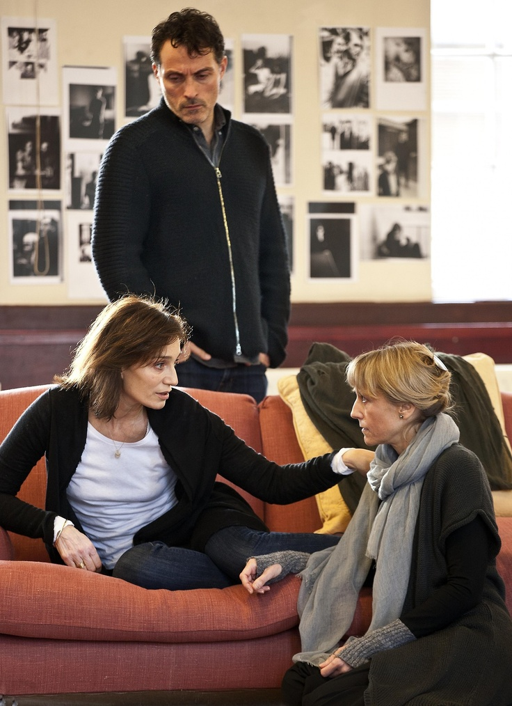"""Kristen Scott Thomas, Rufus Sewell & Lia Williams, in rehearsal for """"Old Times"""" by Harold Pinter   #photo"""