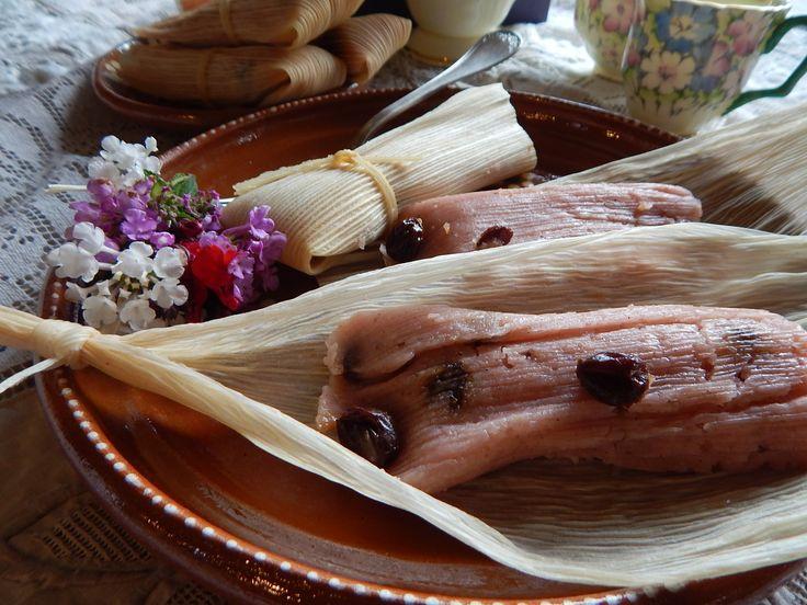 Tamales Dulces. Tamales Dulces tradicionales de Jauja Cocina Mexicana. Receta completa de como preparar masa, pasos y tips para realizar unos deliciosos Tamales Dulces para consenter a la familia en Fiestas y reuniones. Buen provecho, y les deseo un muy feliz y dulce Ano Nuevo,  YouTube https://www.youtube.com/user/JaujaCocinaMexicana Facebook https://www.facebook.com/JaujaCocinaMexicana Twitter https://twitter.com/JaujaCocinaMex Instagram https://www.instagram.com/jaujacocinamexicana