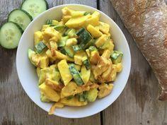 Homemade kip kerrie salade