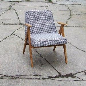 Fotelik 366 Fotelik został odnowiony na całości, drewno lity dąb zabezpieczony lakierem satynowym . Siedzisko nowe, tapicerka pepitka czarno -biała.