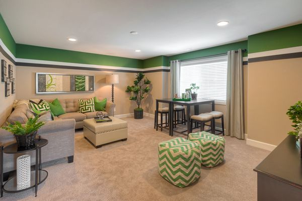 This @lennarseattle bonus room features fabulous touches of green!