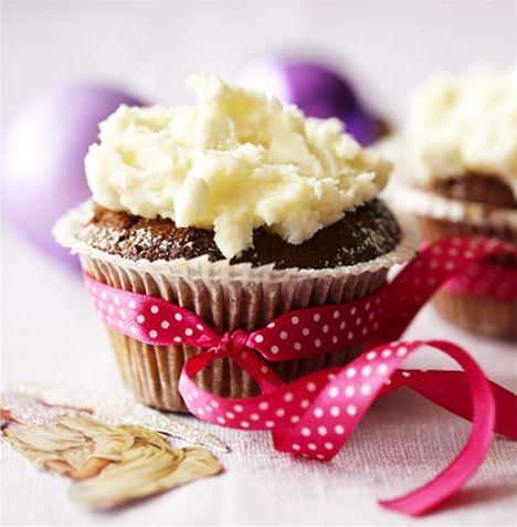 Honningkagecupcakes med chokoladetopping