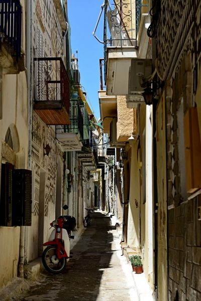 One of the many narrow streets in Pyrgi