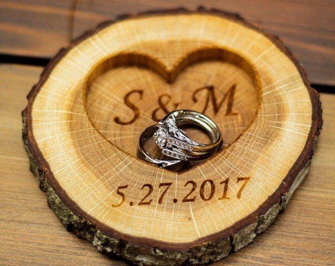 Sostenedor del anillo personalizado de madera rústico, rústico anillo de boda portador almohada, caja del anillo del árbol del roble, personalizado sector roble