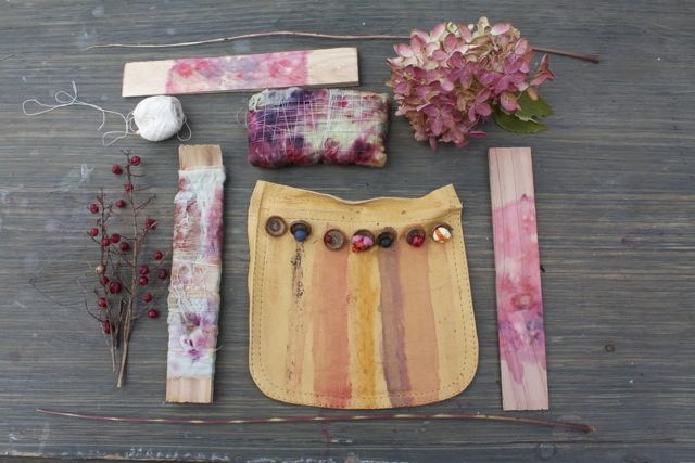 dye with wild berries: Berries Stained, Schools Science, Outdoor Natural, Natural Crafts, Outdoor Plays, Natural Dyes, Dyes Fabrics, Wild Berries, Natural Plays