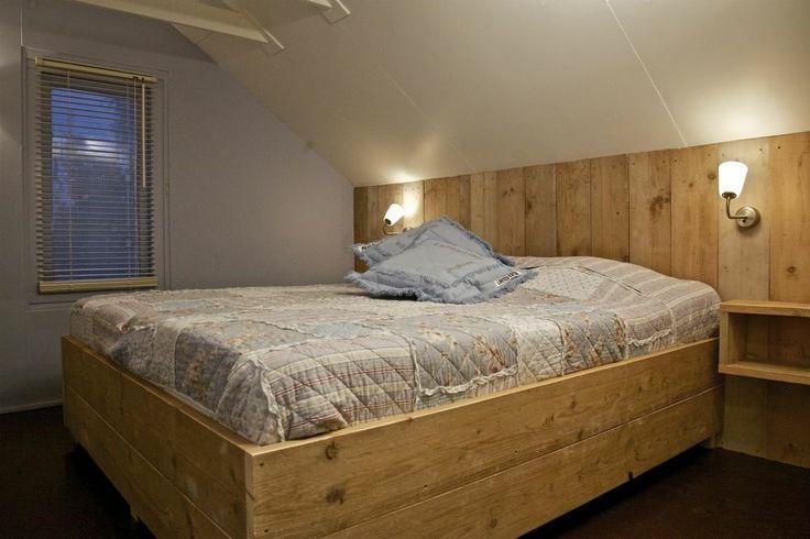 Bed, twee  heerlijke matrassen, slaapkamer Odemarus