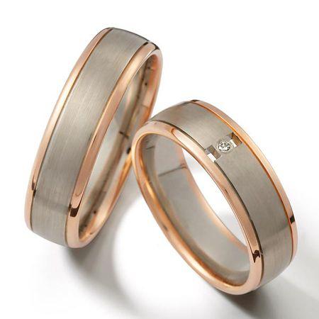Argollas para matrimonio en oro blanco con detalle rojo a los lado, joyería por encargo