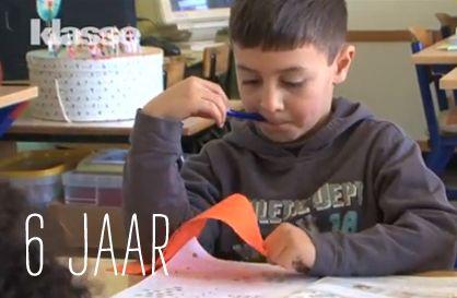 VIDEO: Ayoub is 6. Wat staat hem te wachten in het eerste leerjaar? En hoe speel je daar als ouder best op in? Kinder- en jeugdpsychiater Peter Adriaenssens geeft duiding en commentaar.