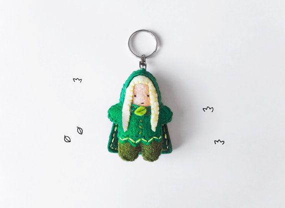 Elf keychain plush fantasy wood elf figurine by InspirationalGecko #italiasmartteam #shopping #etsy #etsyshop #giftidea #handmade #green #elf #geek #fantasy #keychain #keyring #felt
