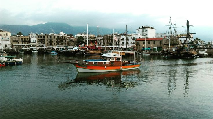 oldharbourkyrenia#girne#kyrenia#cyprus#beautifulsunset#awarmevening#harbour#people#ship#boats ⚓🌊🚢⛵🚤🚶🔥📸❤😊dum.11.06.2017