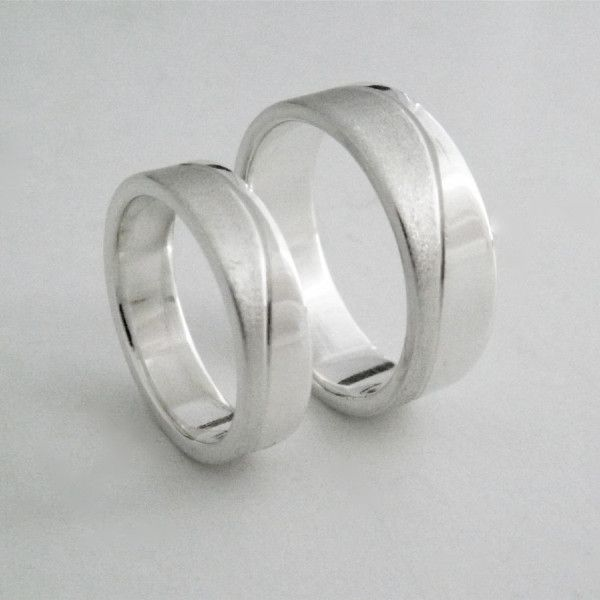 Couple's Matching Wedding Bands with Texture Wave