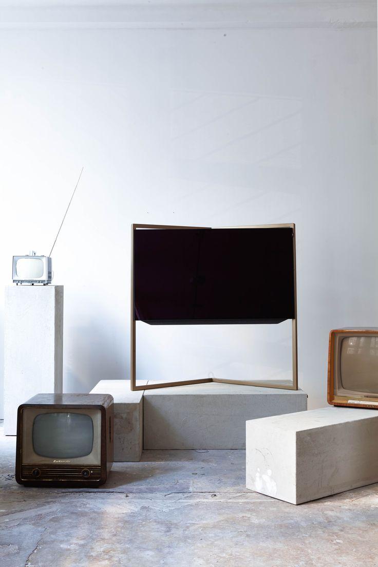 bild 9 loewe tv at loewe raum tv interior gold frame loewetv bodosperlein vintagetv. Black Bedroom Furniture Sets. Home Design Ideas