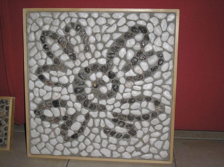 "Part of ""Λεωνιδας"" Leonidas bar-restaurant/hotel logo in pebble mosaic"