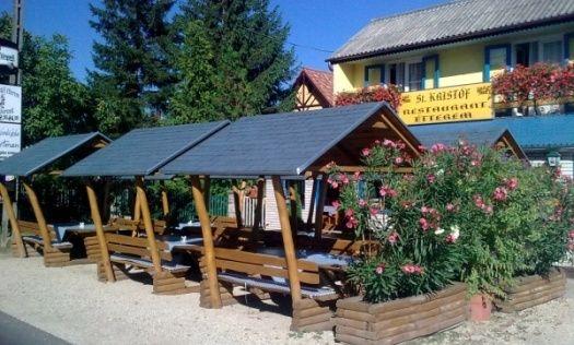 """St. Kristóf Étterem / St. Kristóf Restaurant _____________________________ """"Éttermünk 1990 óta működő családi kis étterem, mely St.Kristóf az úton és a vízenjáró utazók védőszentje után kapta nevét. Vendéglőnk célja, hogy a vendég mindig elégedett legyen. Étlapunkon helyi jellegű, házias, frissen készített ételeket kínálunk. Kerüljük a tartósító és adalék anyagos nyersanyagokat. Igyekszünk felidézni a magyaros balatoni hagyományos ízeket. Rendelésre házhoz is szállítanak!"""""""
