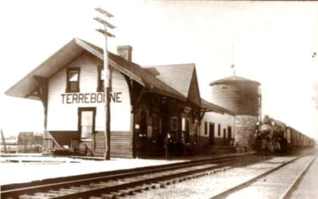 TERREBONNE, Québec - la gare du chemin de fer du Canadien Pacifique  -  Néo Gothic Revival Peaked~1840-1880 architecture  OL