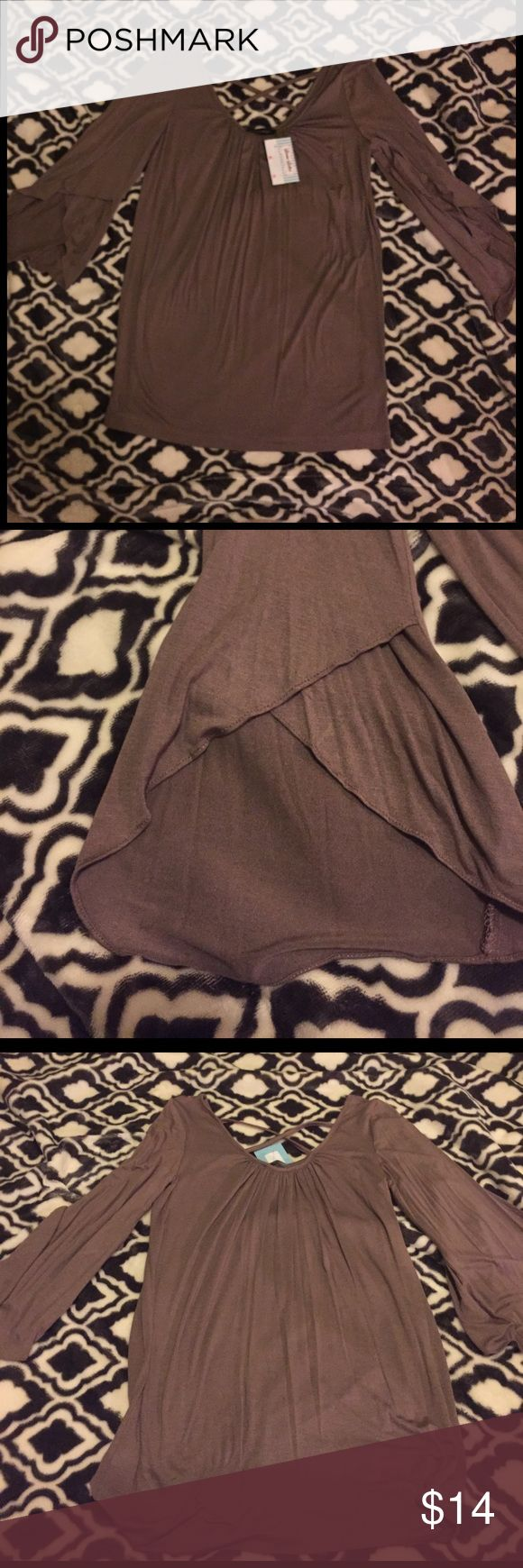 🔥NWT🔥 X-back Tunic Top Brand new with tags x-back brownish-gray tunic top from the brand Hourglass Lilly. The sleeves are bell shaped with crisscross, see picture 2 for detail. Size small. This is a perfect tunic for leggings to be comfy and cute!! Smoke free home! 🚫🚬 Hourglass Lilly Tops Tunics